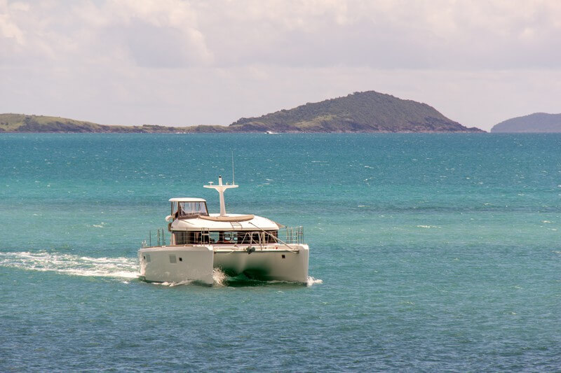 Whitsundays Sailing   Bridge & Wickers