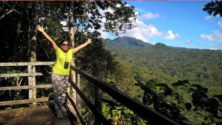 Ayesha-Borneo-blog,-Mount-Danum,-Borneo-Rainforest-Lodge-viwepoint,-Danum-Valley